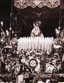 Primeras fotos de la Virgen de la Trinidad en procesión